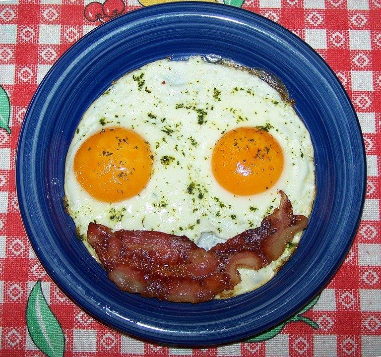 Smiley face bacon et oeufs. | Photo : Pixabay