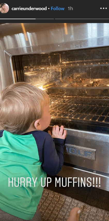 Carrie Underwood's son Jacob looks at muffins baking in oven | Photo: Instagram/ Carrie Underwood
