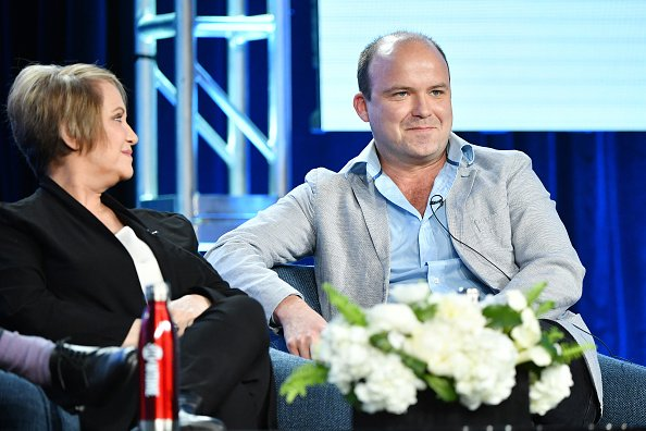 Ariana Barraza et Rory Kinnear s'expriment lors du segment Showtime de la tournée de presse de la TCA. | Photo :Getty Images