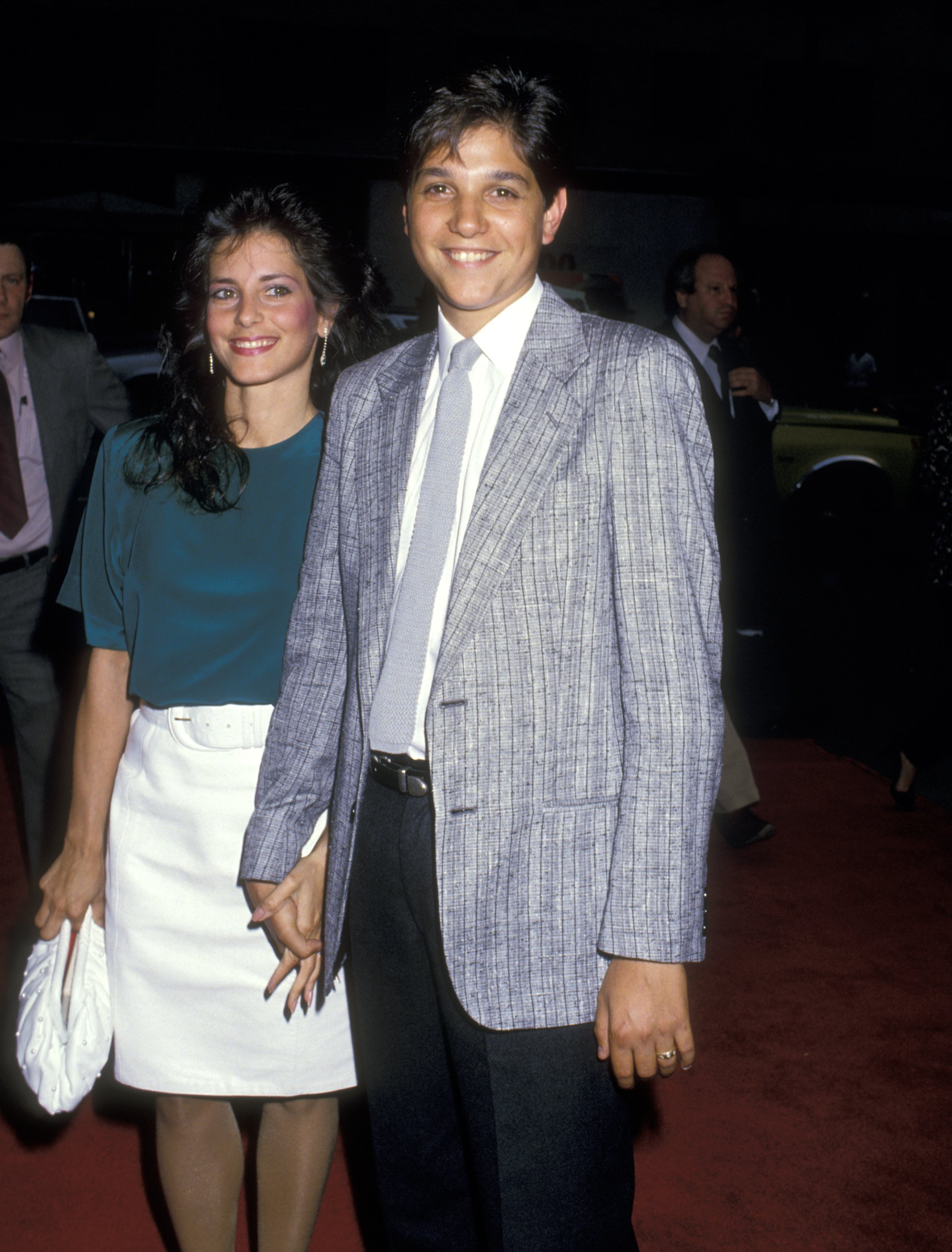 Ralph Macchio und Phyllis Fierro bei der Premiere von 'Midnight Run', Sutton Theatre, New York City. | Quelle: Getty Images