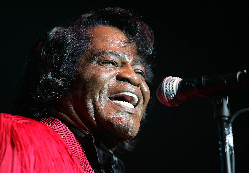 Musician James Brown performs on stage at the Miller Rock Thru Time Celebrating 50 Years of Rock Concert at Roseland September 17, 2004 | Photo: Getty Images