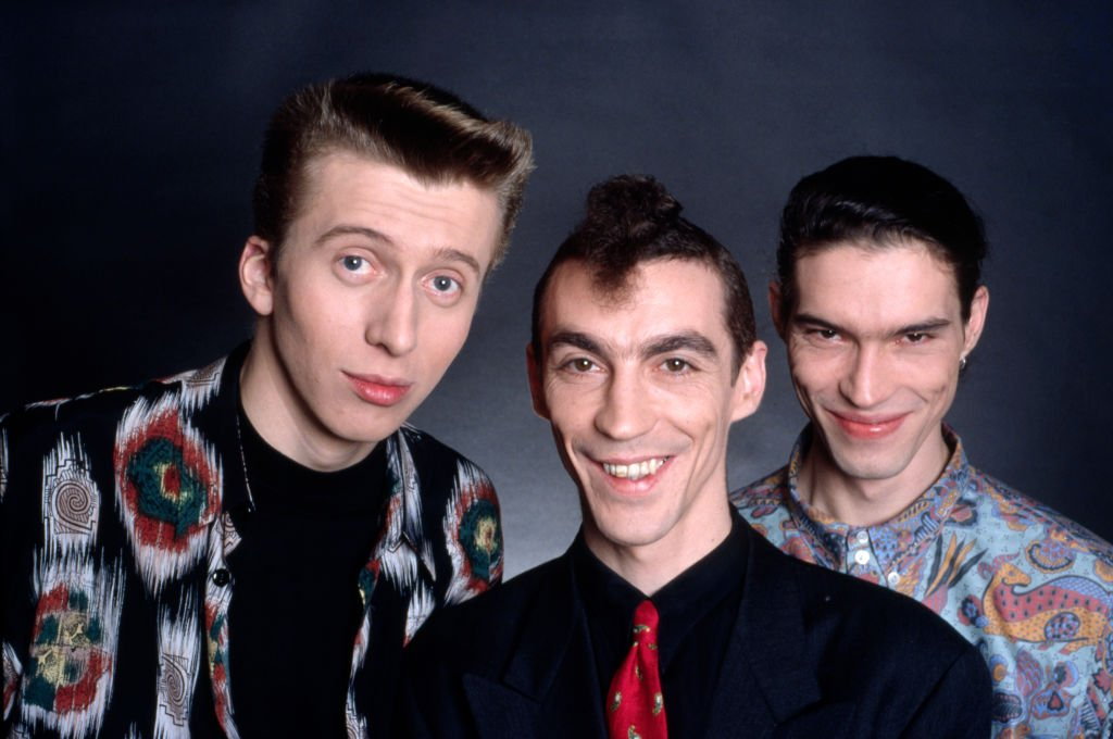 Le groupe de variétés L'Affaire Louis' Trio composé de François Lebleu, Hubert Mounier et Vincent Mounier le 23 février 1990 à Paris, France. | Photo : Getty Images.
