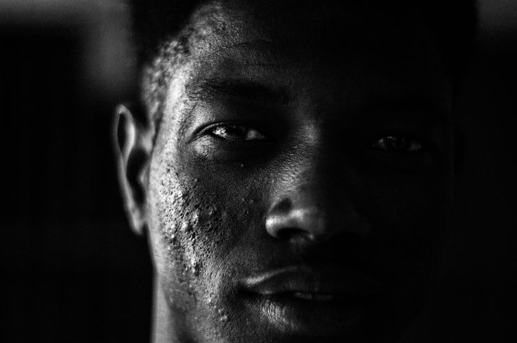 Visage d'un homme noir. | Photo : Unsplash