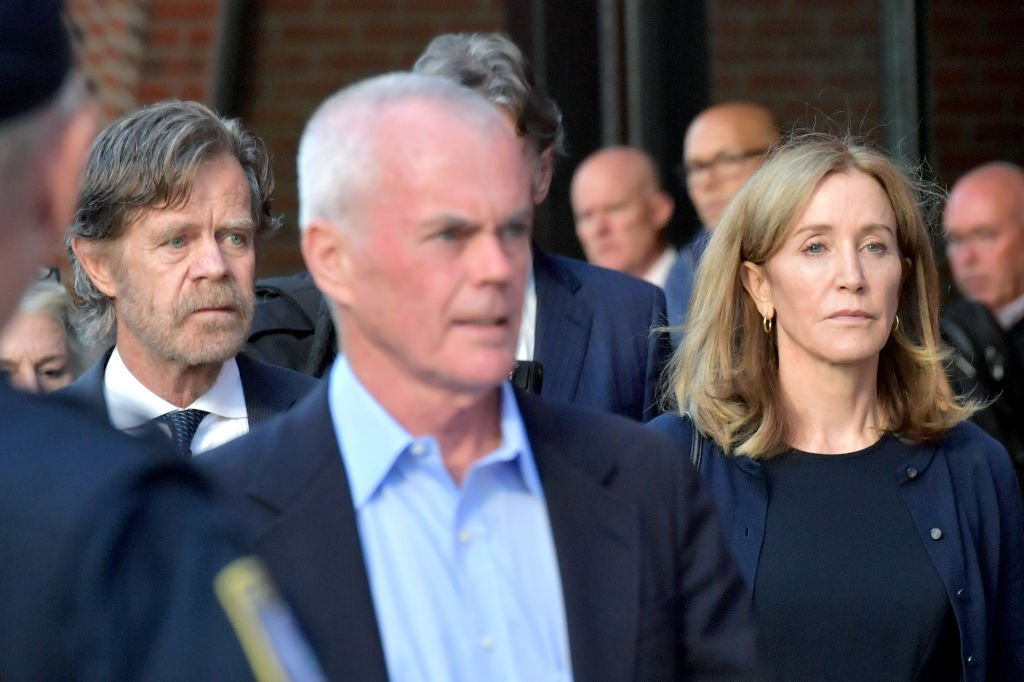 Felicity Huffman and husband William Macy exit John Moakley U.S. Courthouse in Boston, Massachusetts | Photo: Getty Images