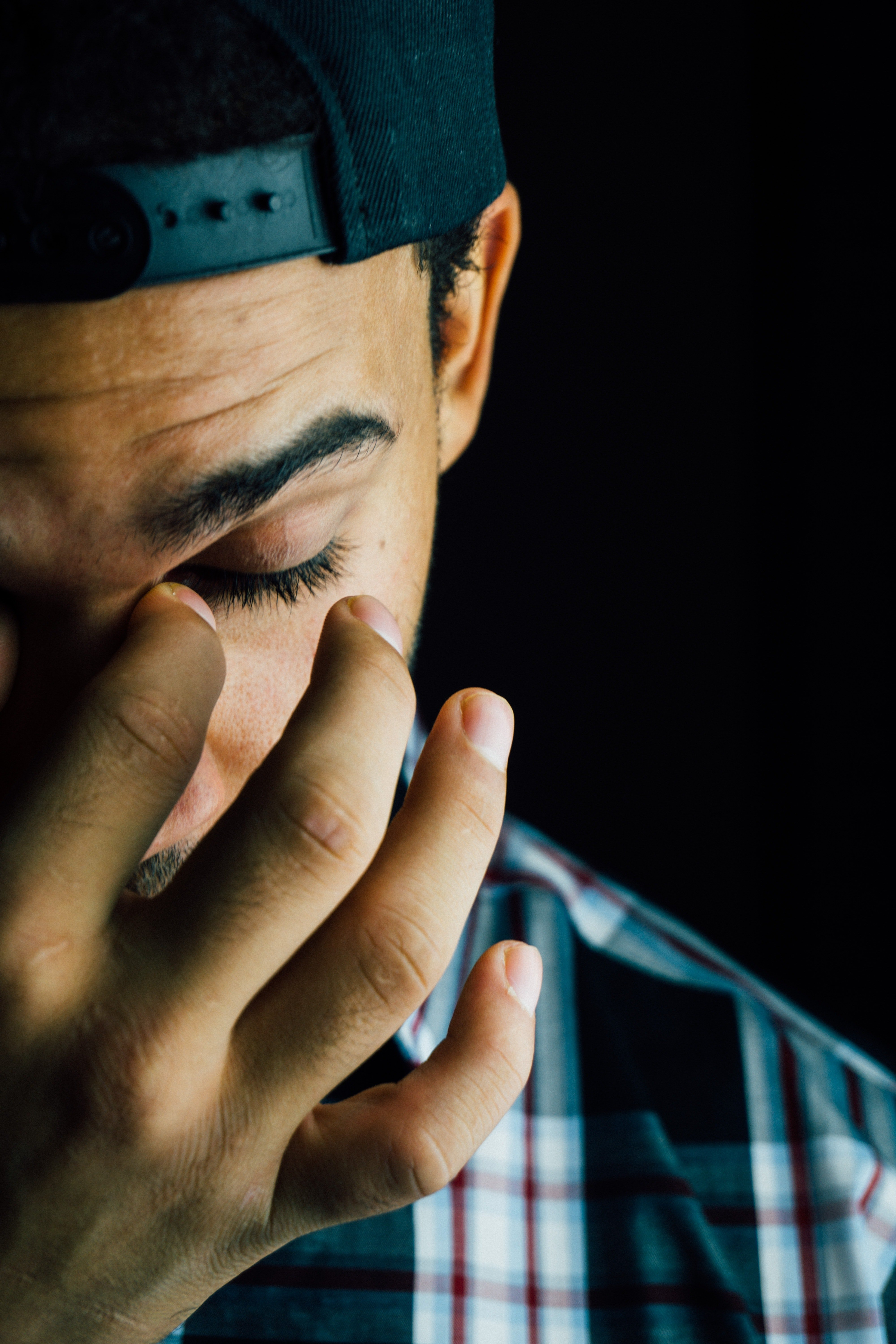 A frustrated man covering his face. | Source: Pexels