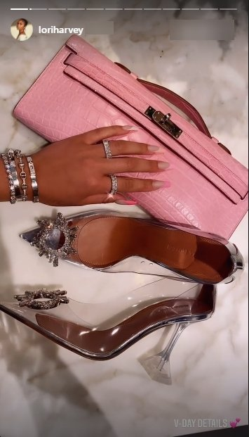Lori Harvey shares a picture of her pink purse and heels. | Photo: Instagram/Loriharvey