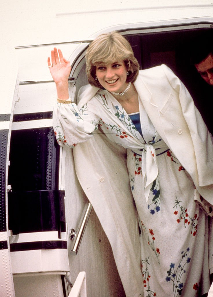 Princess Diana leaving Eastleigh airport in Hampshire at her honeymoon in August 1981. | Photo: Getty Images