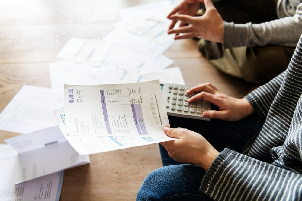 Couple managing the debt   Photo: Shutterstock