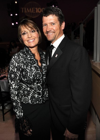 Sarah Palin, and her husband, Todd, arrive at the Grove Park Inn for a celebration of Billy Graham's 95th birthday in Asheville, N.C., on Thursday, Nov. 7, 2013 | Photo: Getty Images