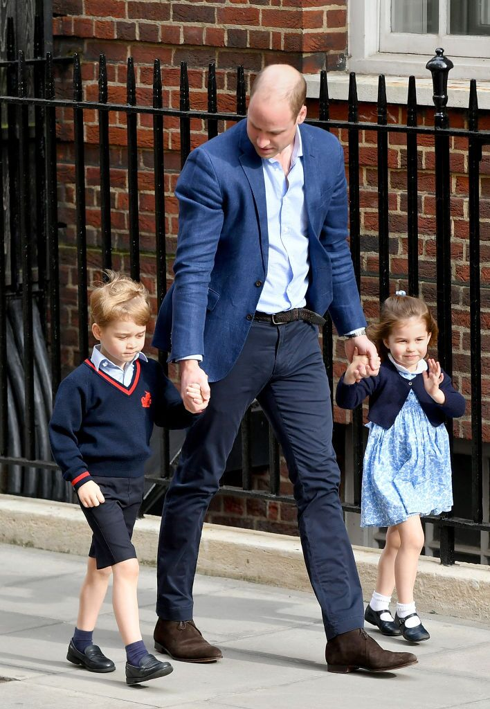 Duke of Cambridge arrives with Prince George and Princess Charlotte at the Lindo Wing on April 23, 2018 in London, England | Photo: Getty Images