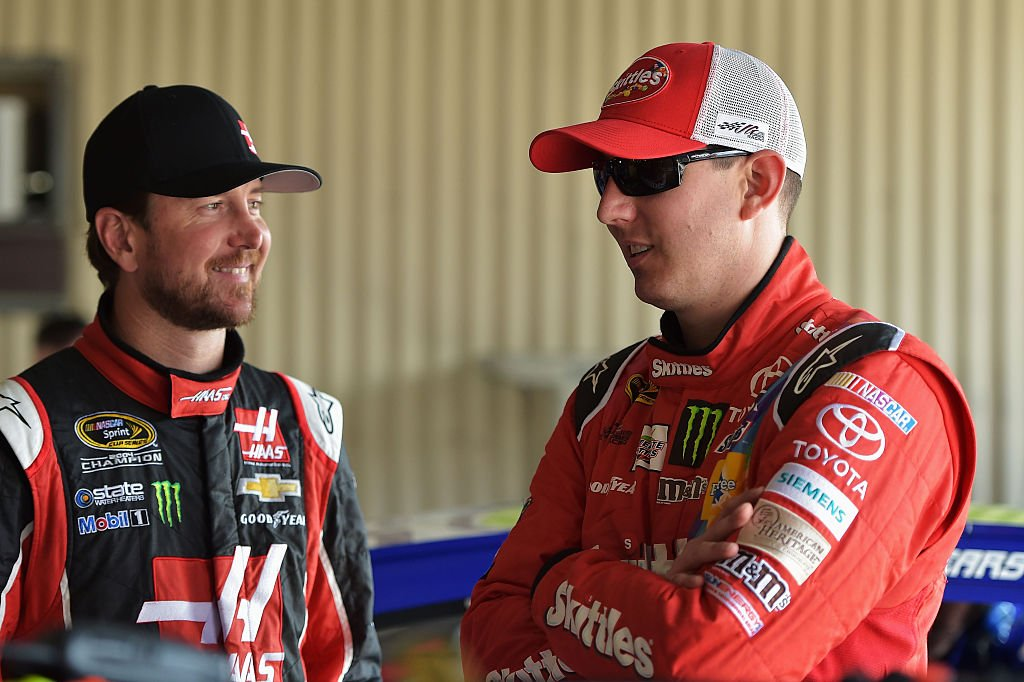 Kurt Busch and Kyle Busch in the garage area during practice for the NASCAR Sprint Cup Series FedEx 400 Benefiting Autism Speaks at Dover International Speedway on May 30, 2015. | Photo: Getty Images