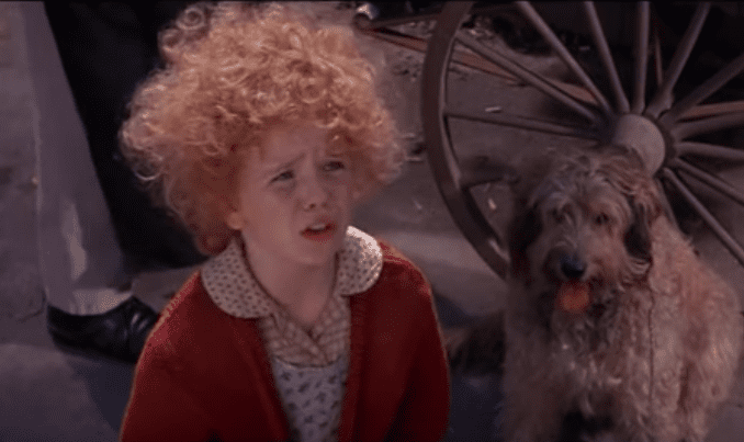 "Aileen Quinn dans le film ""Annie"" - capture: Youtube.com 