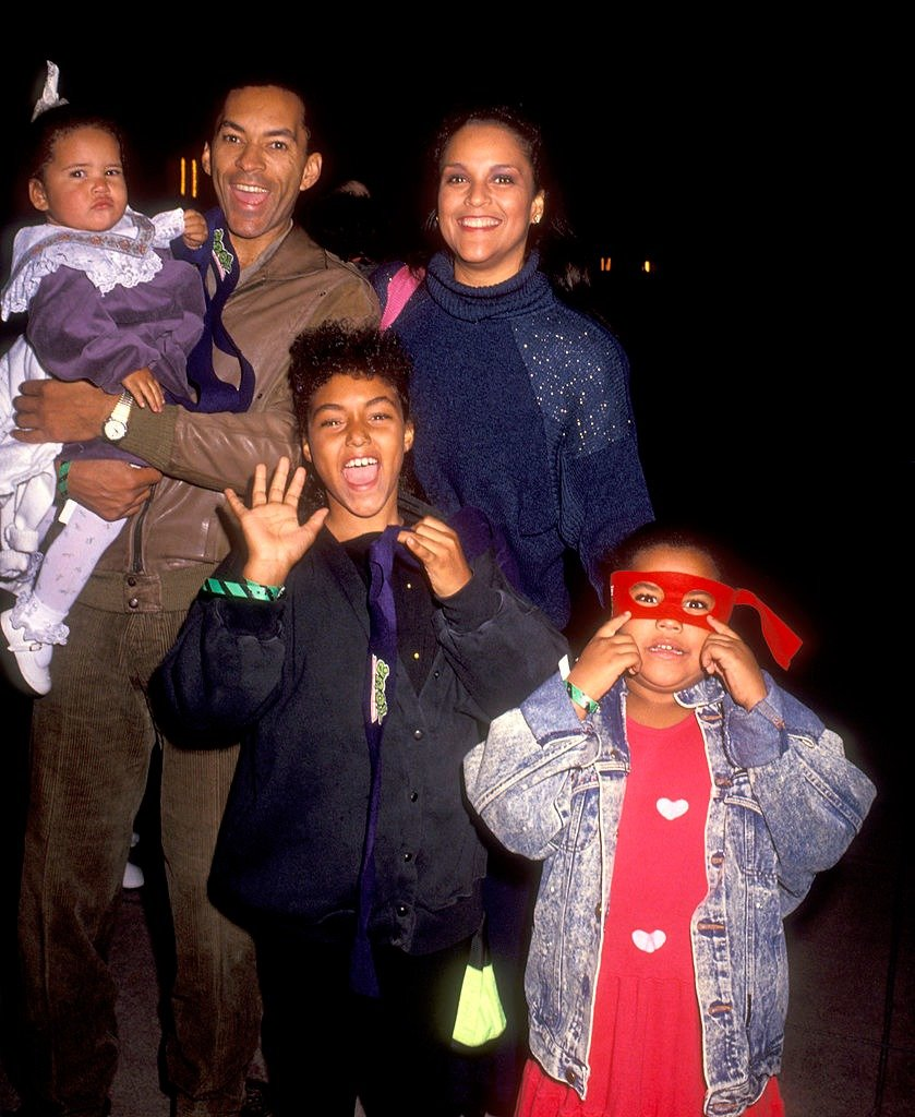 """Jayne Kennedy, husband Bill Overton, and daughters Savannah Overton and Kopper Overton attend the """"Teenage Mutant Ninja Turtles"""" Universal City premiere on November 21, 1990   Photo: Getty Images"""