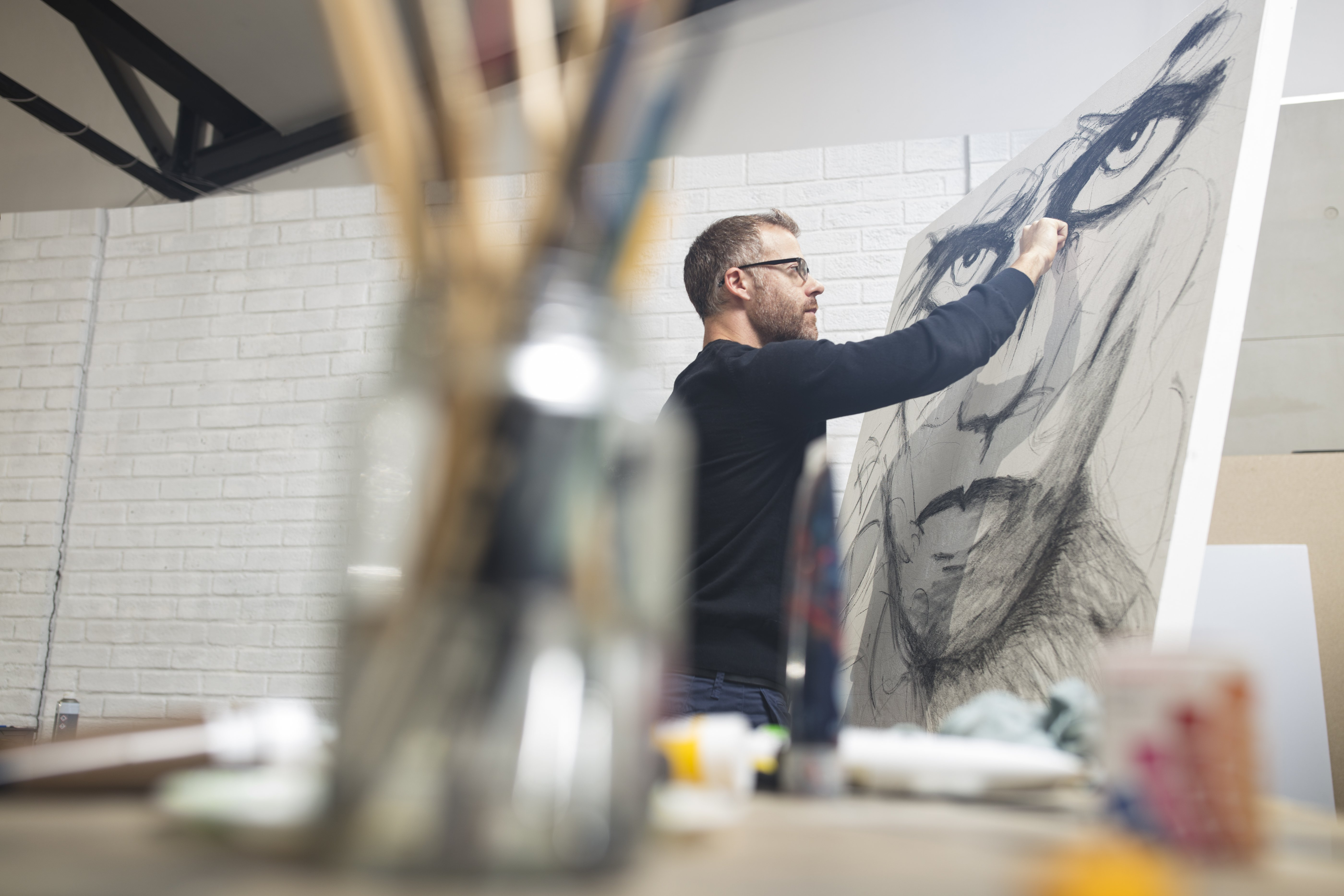 Man drawing an image in a  studio | Photo: Getty Images