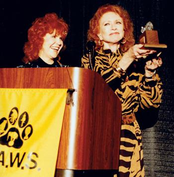 Amanda Blake and Pat Derby at a PAWS Award event in 1988 | Source: Wikimedia