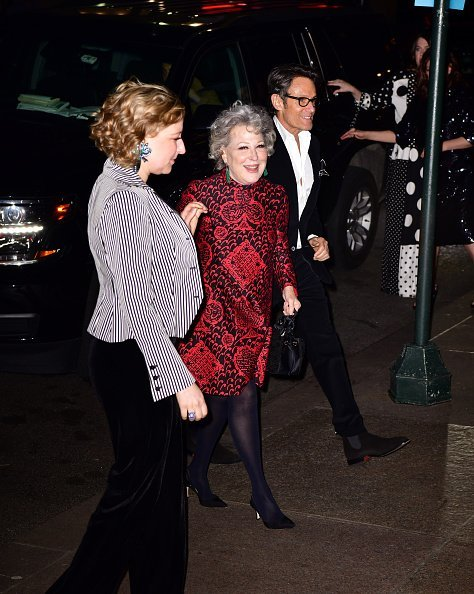 Sophie Von Haselberg and Bette Midler attending Marc Jacobs anc Charly Defrancesco's wedding reception | Photo: Getty Images