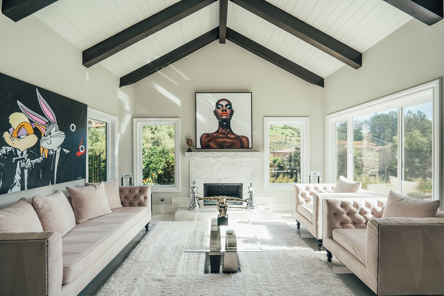 The lounge of Shaquille O'Neal's house in Bell Canyon| Source: Instagram/Shaquille O'Neal