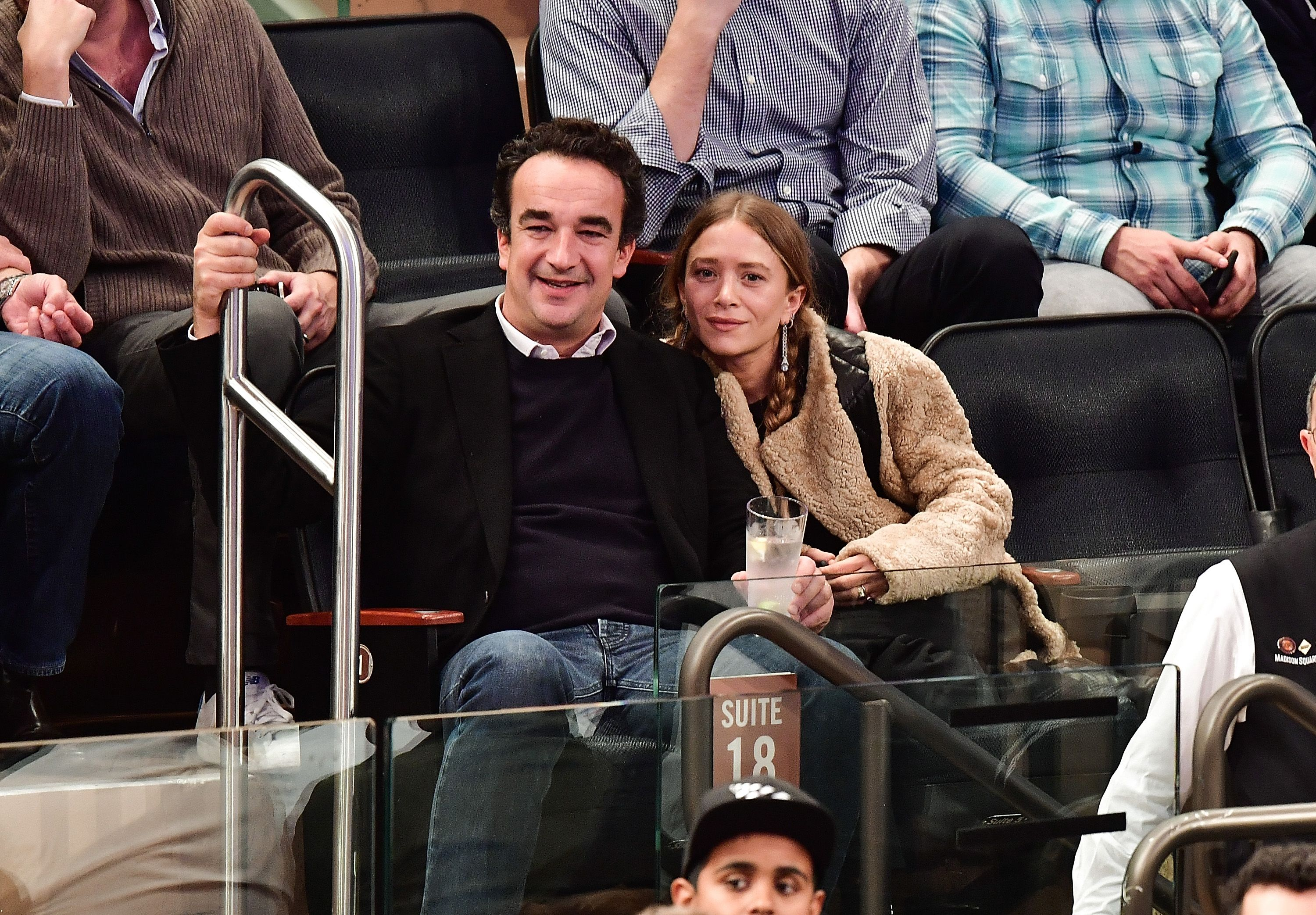 NEW YORK, NY - NOVEMBER 09: (EXCLUSIVE COVERAGE PREMIUM RATES APPLY) Olivier Sarkozy and Mary-Kate Olsen attend New York Knicks vs Brooklyn Nets game at Madison Square Garden on November 9, 2016 in New York City. (Photo by James Devaney/GC Images)