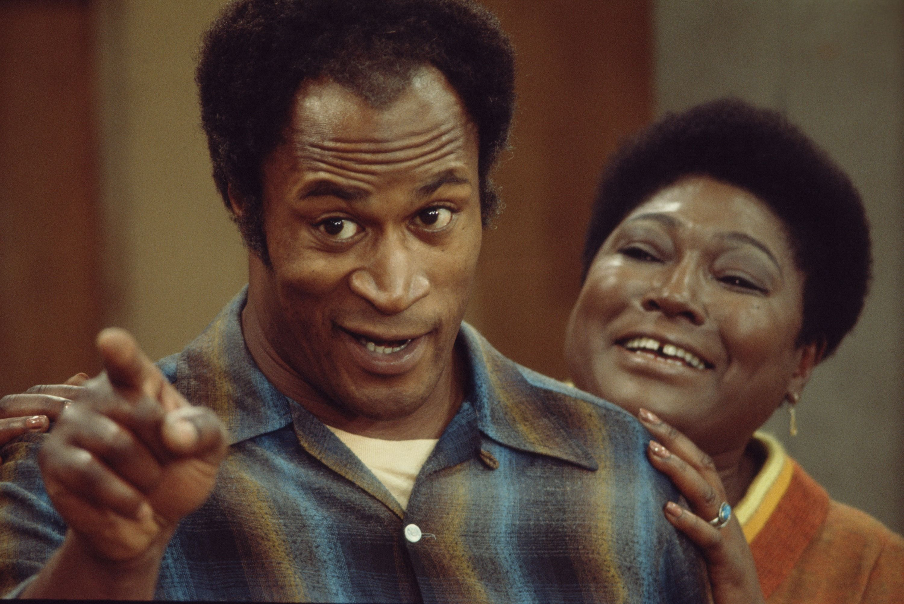 "John Amos and Esther Rolle filming for a scene from the family sitcom ""Good Times"" in Los Angeles in 1975 