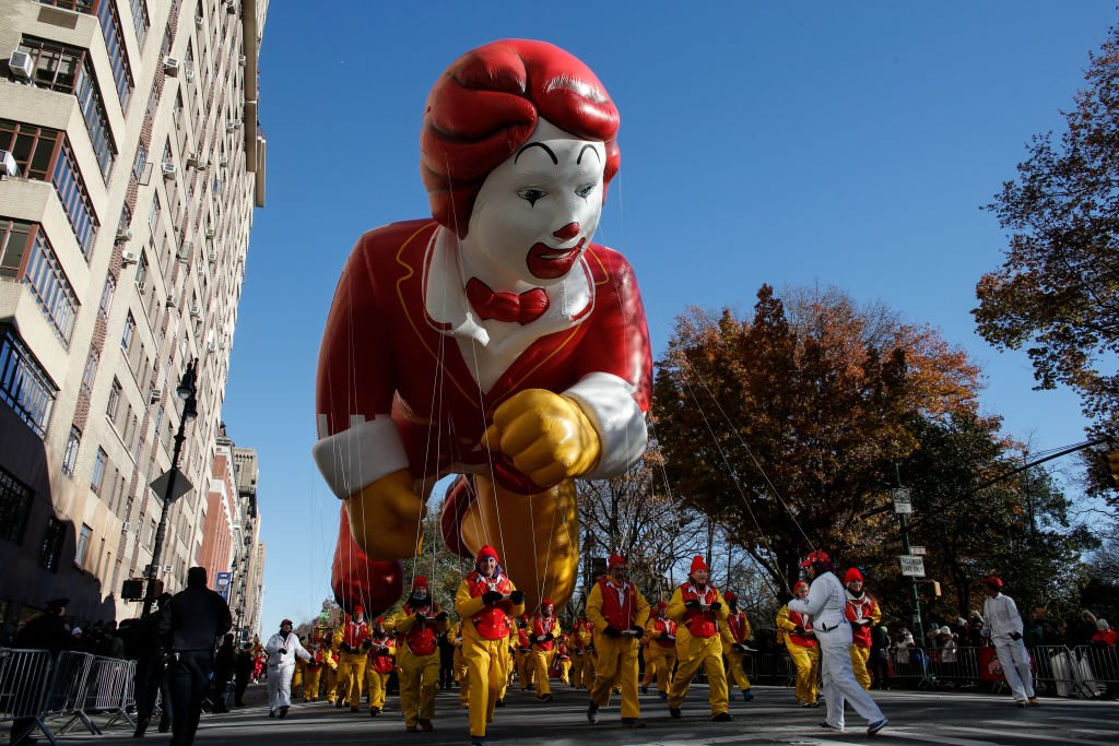 The popular fast-food chain mascot Ronald McDonald delighted spectators in 2018 in New York City. | Photo: Getty Images