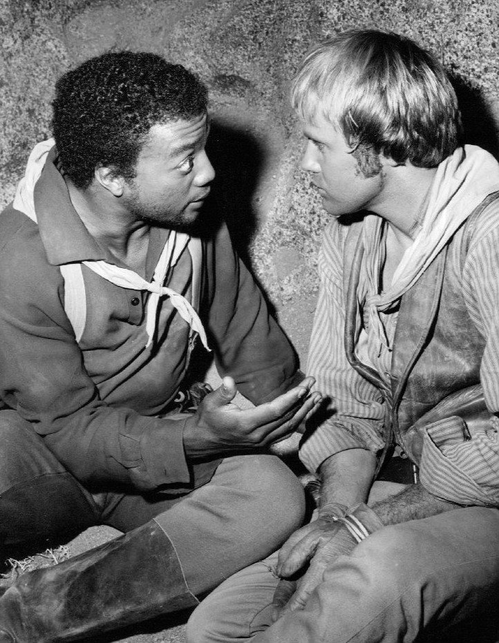 """Paul Winfield and Mark Slade in """"High Chaparral"""" in 1969   Source: Wikimedia Commons, Public Domain"""