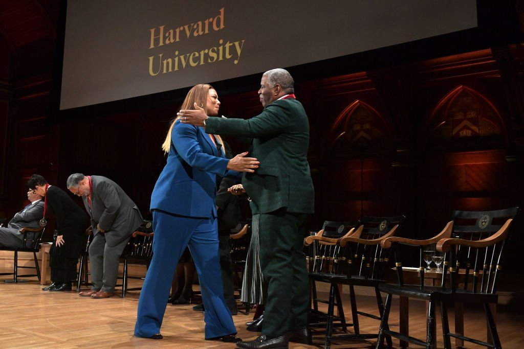 Queen Latifah accepting her W. e. B. Du Bois Medal at Harvard University. | Photo: Getty Images