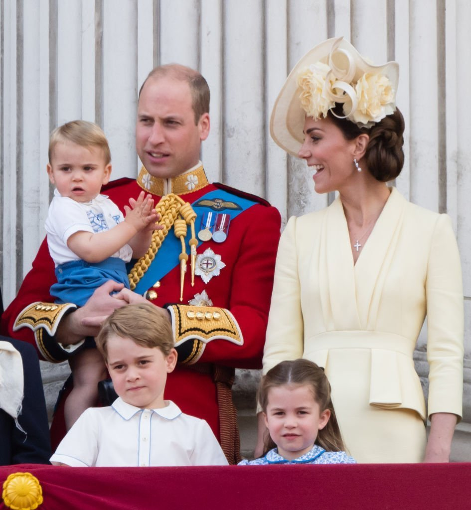 Prince Louis, Prince George, Prince William, Duke of Cambridge, Princess Charlotte and Catherine, Duchess of Cambridge appear on the balcony during Trooping The Colour, the Queen's annual birthday parade. | Photo: Getty Images