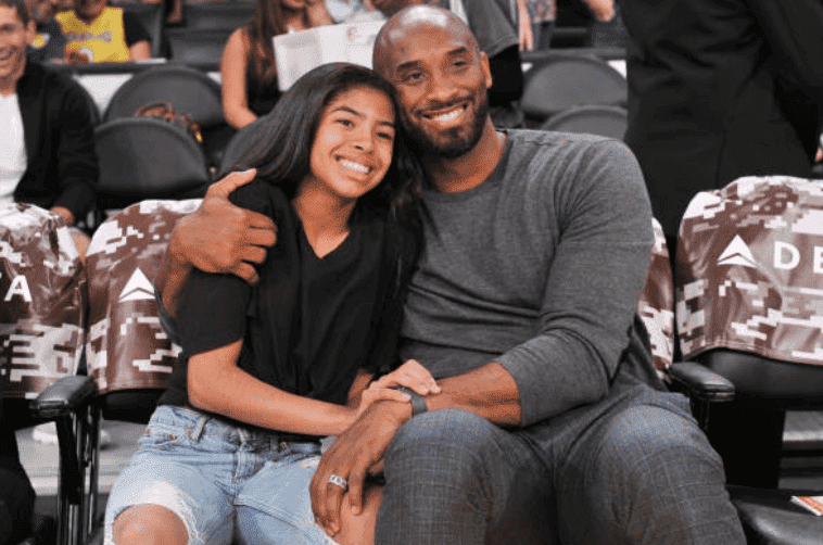 Kobe Bryant and his daughter, Gianna Bryant embrace at a basketball game in November 2019. | Photo: Getty Images