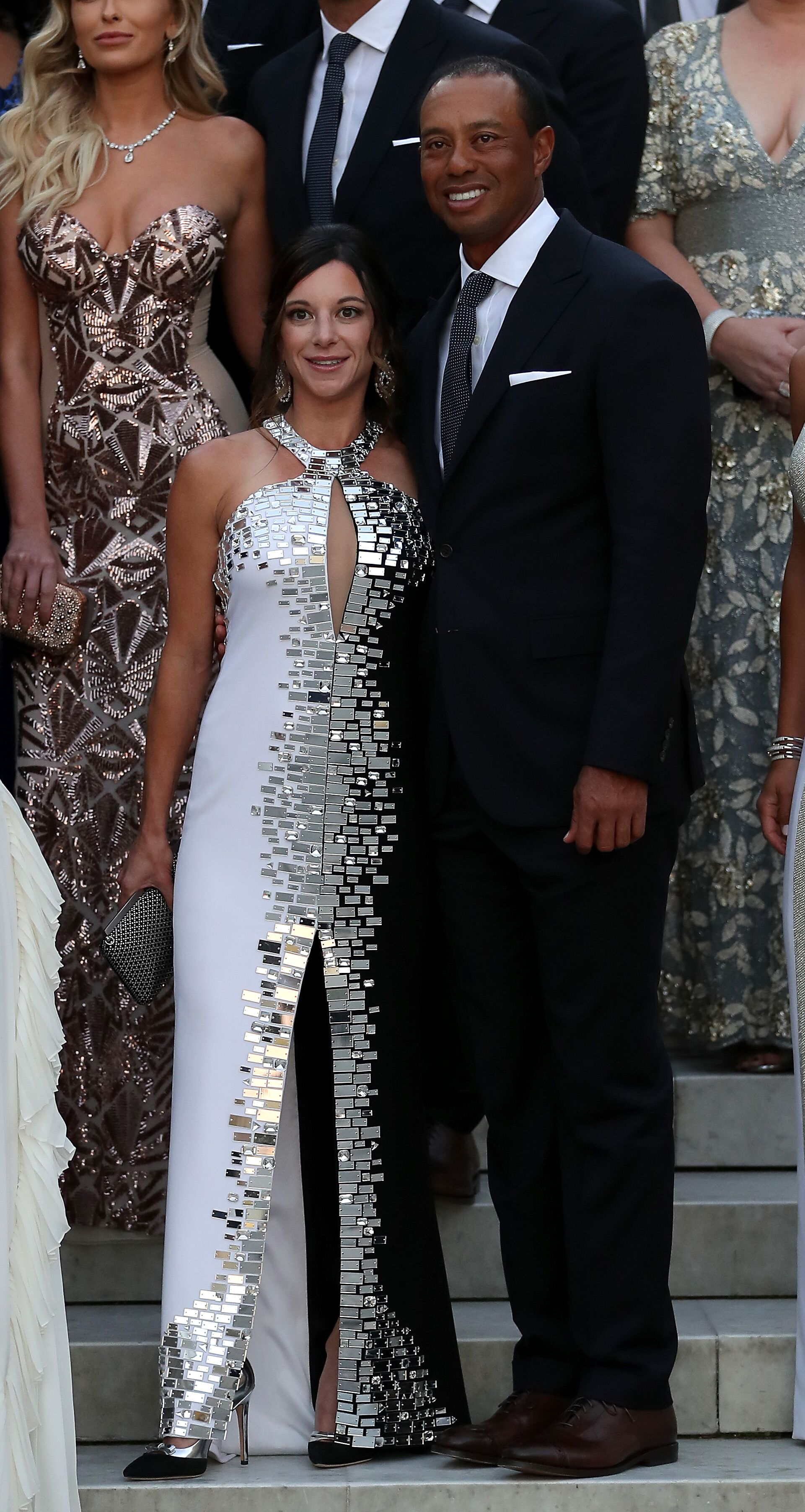 Tiger Woods pose avec sa petite amie Erica Herman. | Photo : Getty Images