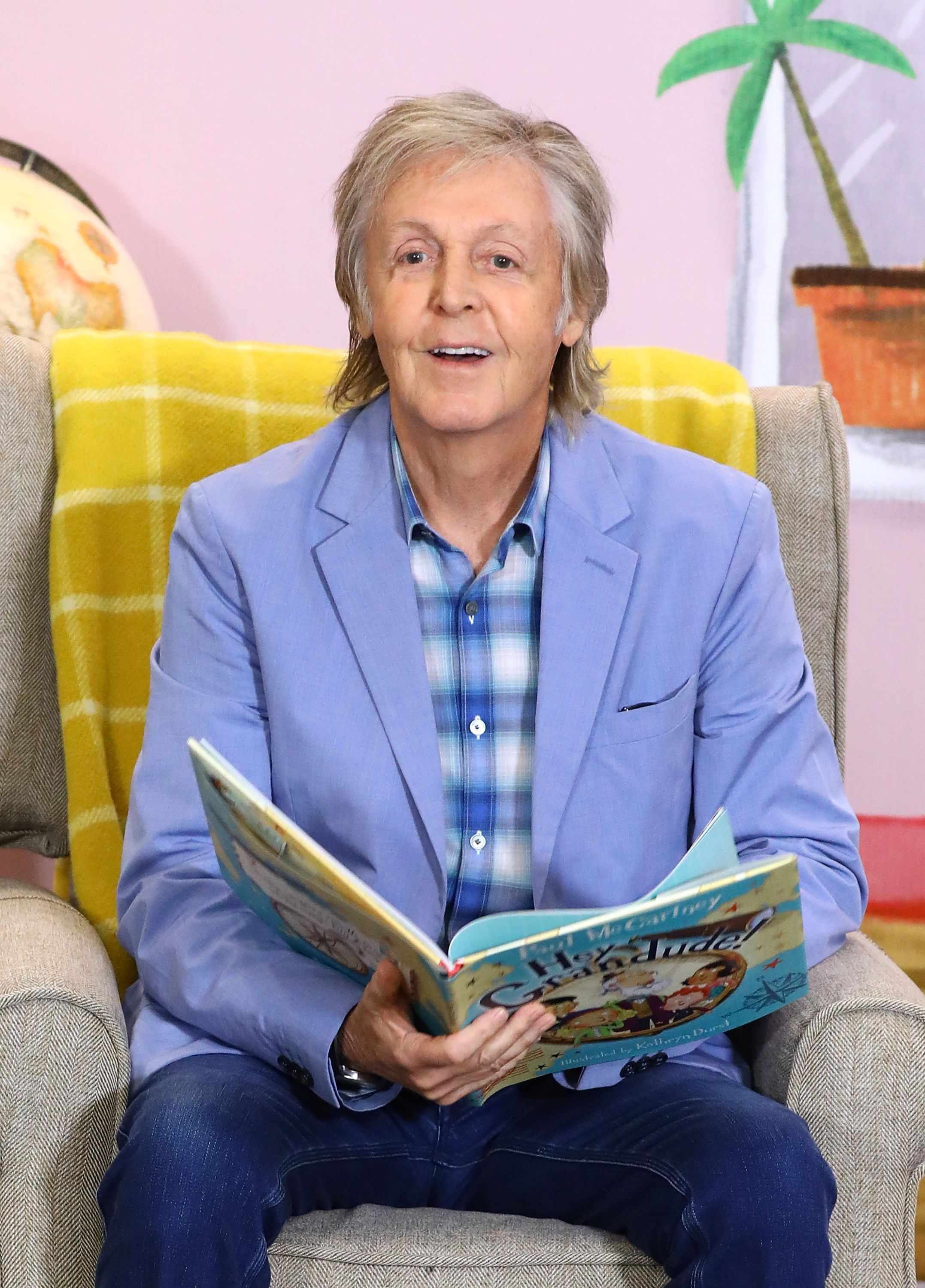 """Paul McCartney reading to children at the """"Hey Grandude!"""" book signing on September 06, 2019, in London, England   Photo: Tim P. Whitby/Getty Images"""