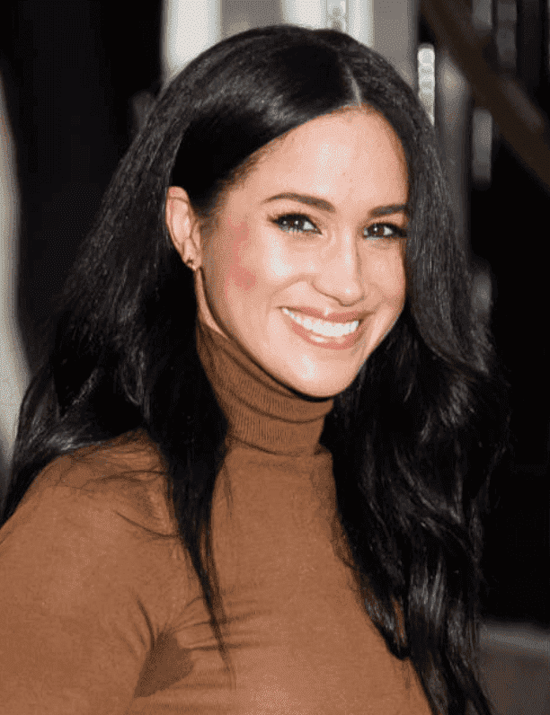 Meghan Markles smiles and waves at crowds as she leaves Canada House, on January 07, 2020 in London, England | Source: Getty Images (Photo by Samir Hussein/WireImage)