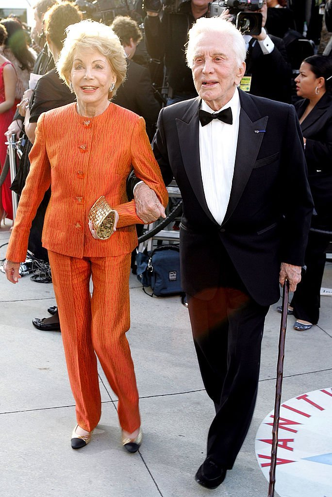 Actor Kirk Douglas and Diana Douglas arrive at the Vanity Fair Oscar Party at Mortons | Photo: Getty Images