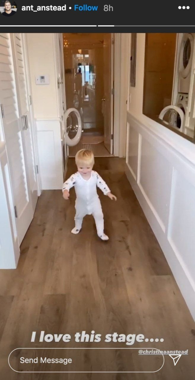1-year-old Hudson London Anstead captured by his father Ant as he practices his first steps. I Image: Instagram/ant_anstead.