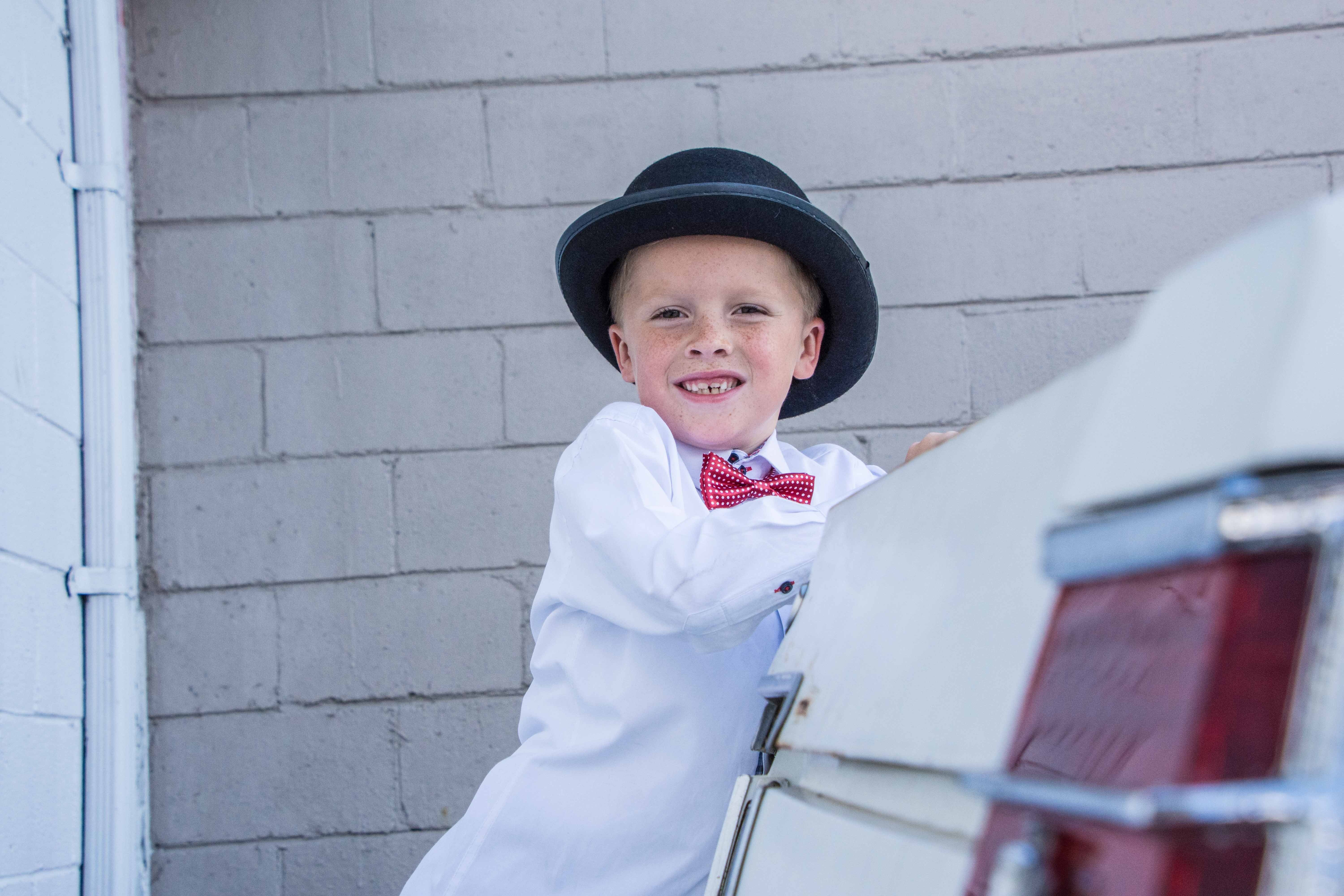 A young boy in white clothes. | Source: Unsplash