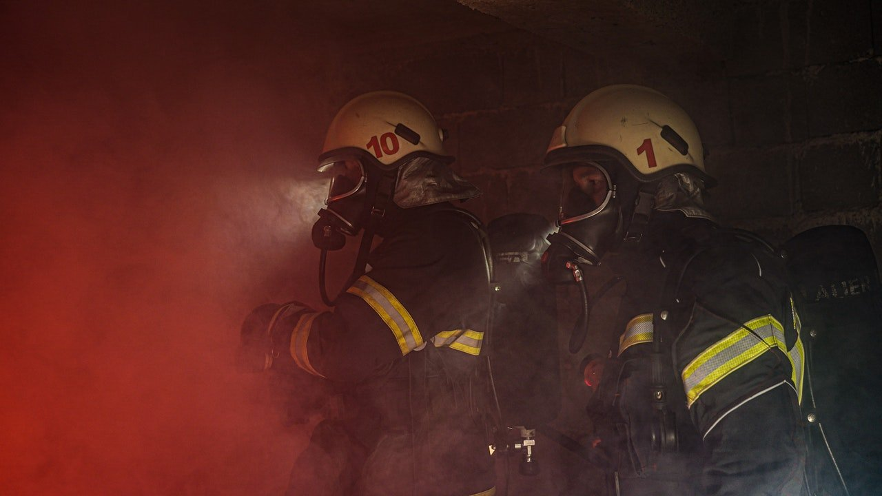 Two firefighters responding to a fire outbreak | Photo: Pexels