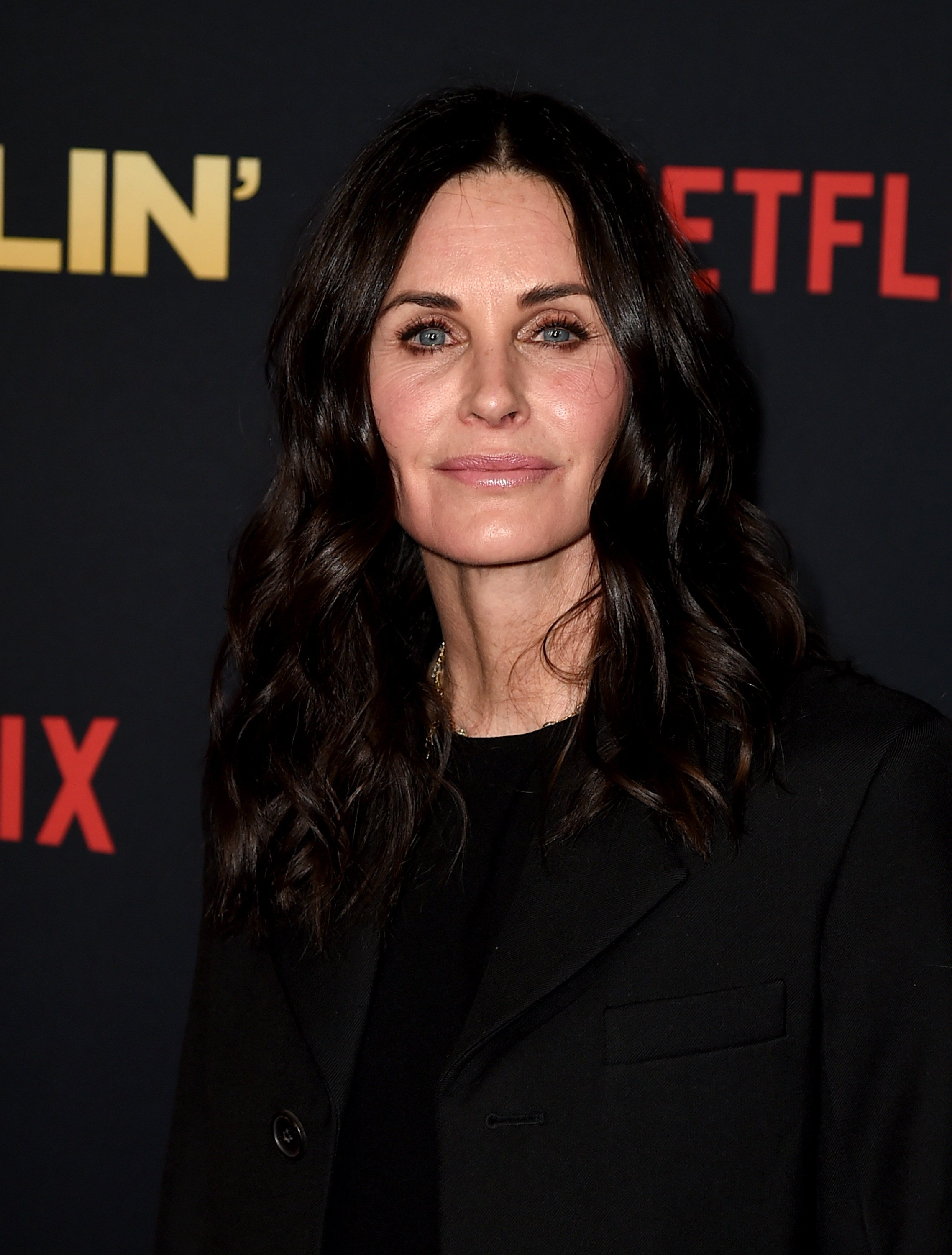 "Courteney Cox arrives at the premiere of Netflix's ""Dumplin' on December 6, 2018. 