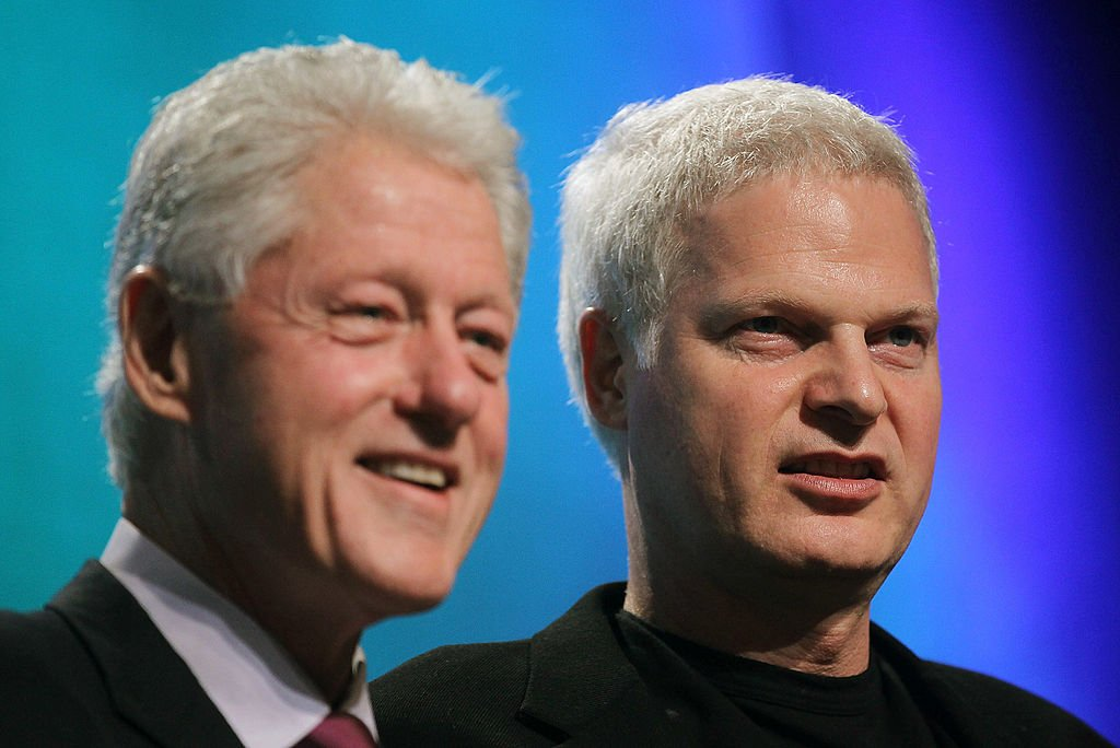 Former U.S. President Bill Clinton and Hollywood mogul Steve Bing look on during the annual Clinton Global Initiative (CGI) September 21, 2010 | Photo: Getty Images