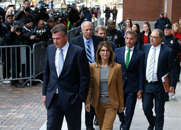 Lori Loughlin and Mossimo Giannulli leave the John Joseph Moakley United States Courthouse | Photo: Getty Images