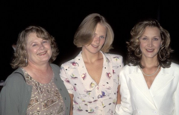 Shirley Knight, Sophie C. Hopkins, and Kaitlin Hopkins on August 2, 1995 at DGA Theatre in Los Angeles, California. | Photo: Getty Images