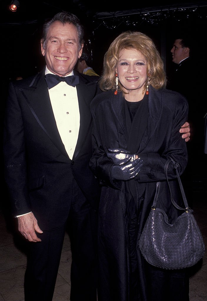Earl Holliman and actress Angie Dickinson on January 13, 1993  in Cerritos, California   Photo: Getty Images