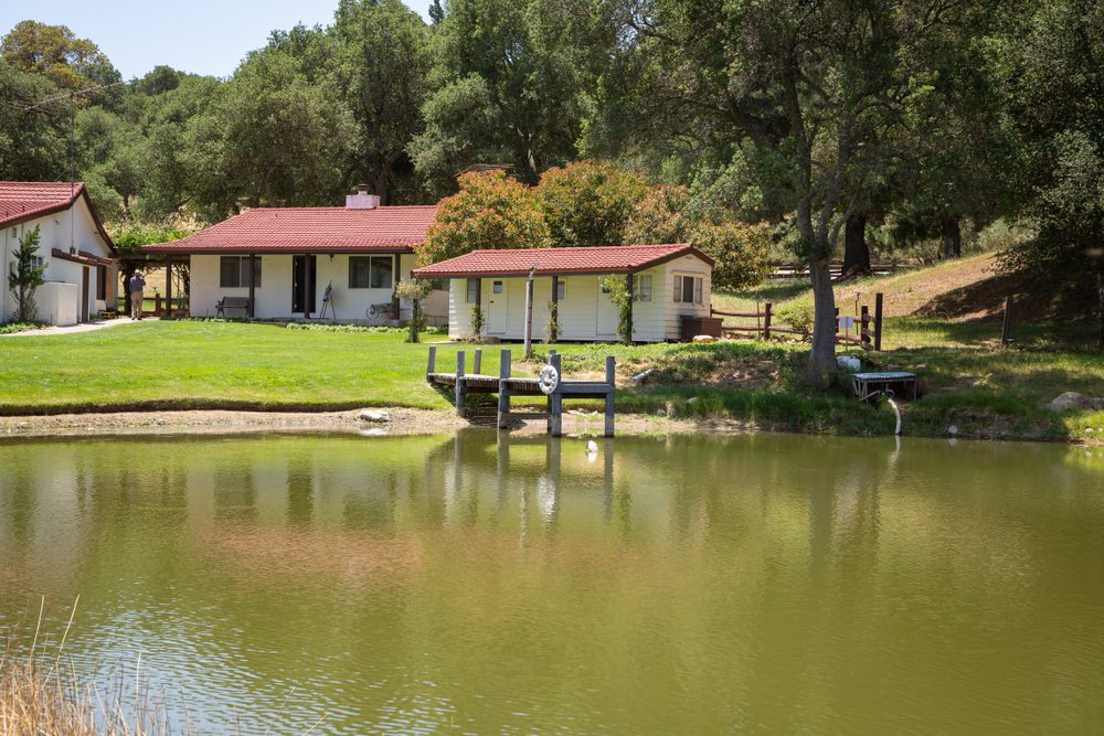 President Ronald Reagan and First Lady Nancy Reagan's Rancho del Cielo vacation cottage along Lake Lucky, in Goleta, California on May 31, 2014 | Photo: Shutterstock/VDB Photos