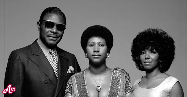 Portrait of American singer Aretha Franklin (center), her father, Baptist preacher CL (born Clarence LaVaughn) (1915 - 1984), and her sister her sister, fellow singer Erma (1938 - 2002), New York, 1971. | Source: Getty Images
