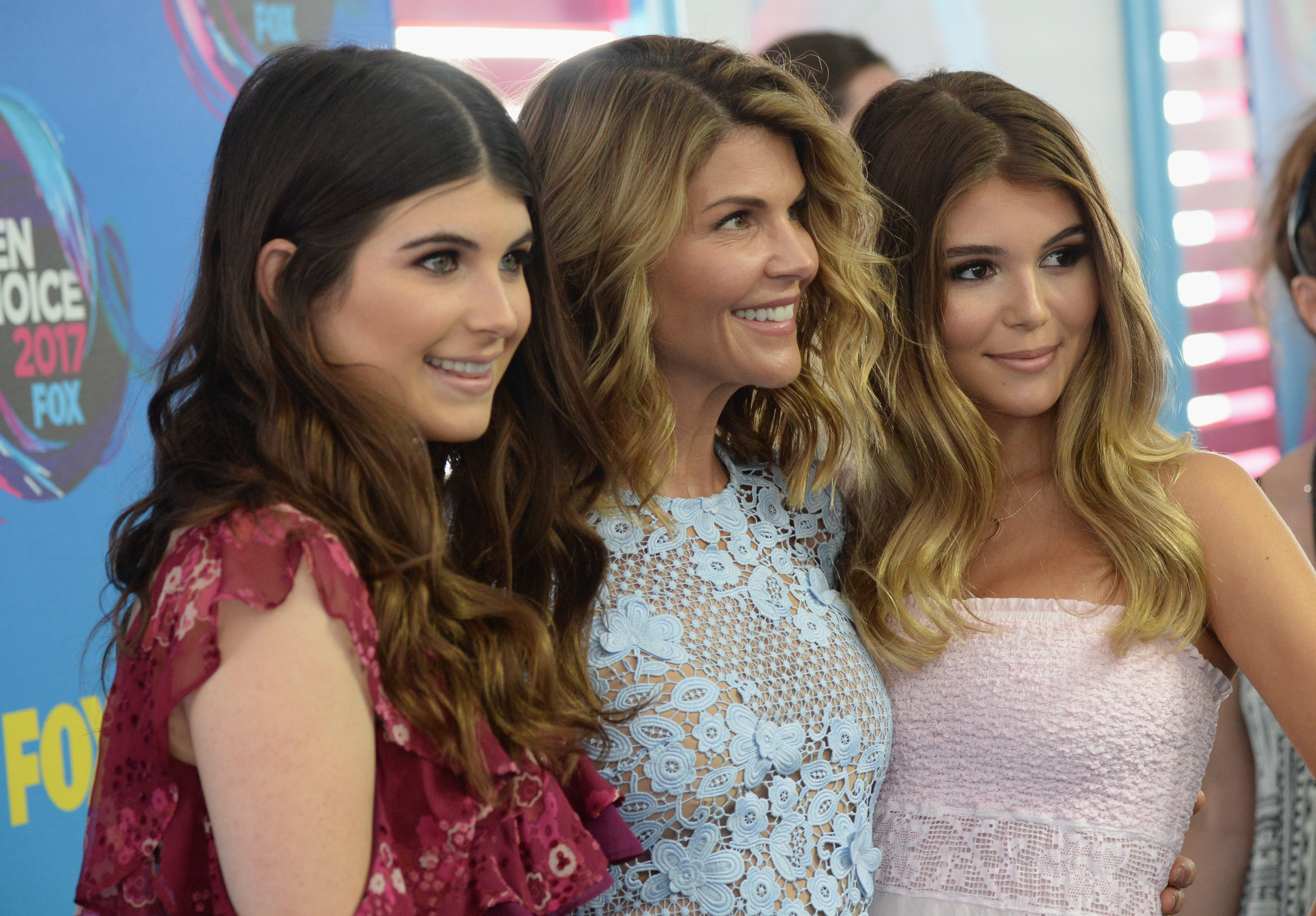 Lori Loughlin with her daughters Isabella Rose and Olivia Jade at the 2017 Teen Choice Awards   Photo: Getty Images