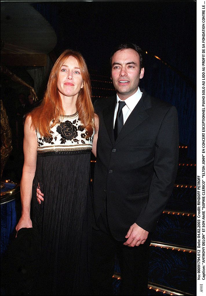 Anthony Delon et Sophie Clerico lors du concert Piano Solo au Lido au profit de sa fondation contre le SIDA Paris. | Photo : Getty Images