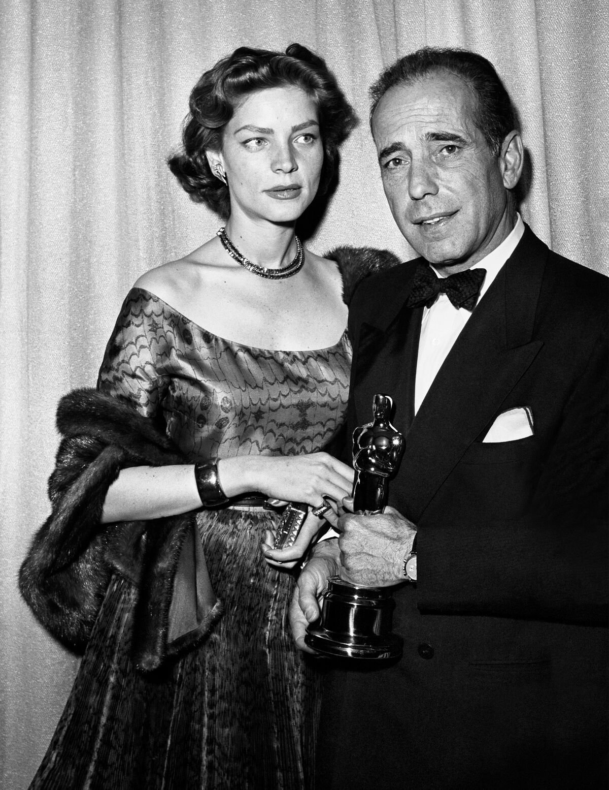 Humphrey Bogart and Lauren Bacall at the Academy Awards ceremony. | Source: Getty Images