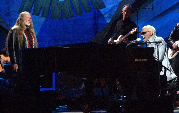 Willie Nelson and Ray Charles on May 26, 2003 at Beacon Theatre in New York City, New York, United States.   Photo: Getty Images
