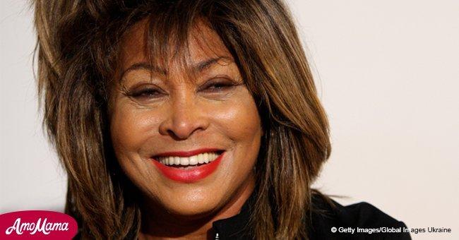 Tina Turner, 78, trägt einen schönen schwarzen Anzug mit glitzernden Stilettos und halbdurchsichtigen Handschuhen