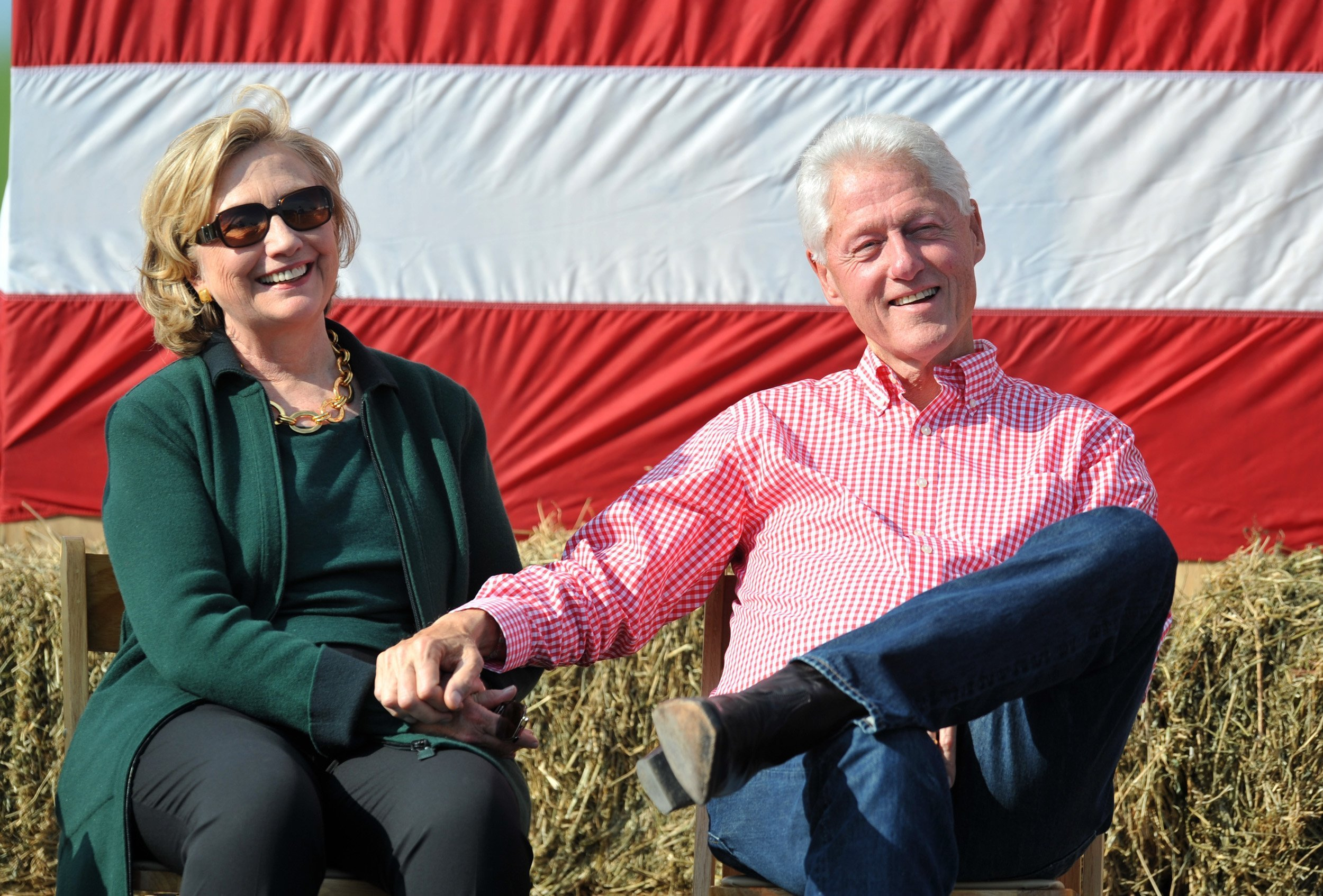 Bill and Hillary Clinton at the 37th Harkin Steak Fry in Indianola, Iowa | Photo: Getty Images