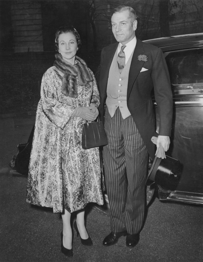 Vivien Leigh and Laurence Olivier at Holy Trinity Church in London for the wedding of Miss Leigh's daughter,  December 1957 | Photo: GettyImages