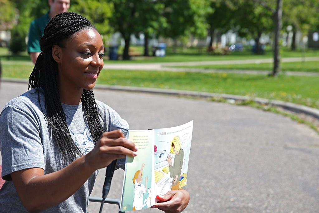 Monica Wright #22 of the Minnesota Lynx participates in a Reading Time-Out for third grade students on May 19, 2015 at Jenny Lind Elementary School in Minneapolis, Minnesota. | Photo: GettyImages